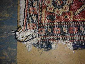 Restauro tappeto danneggiato.